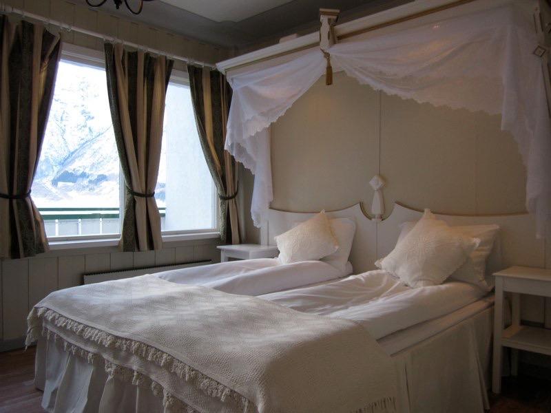 romantisk seng Romantisk seng | Hjelle Hotel   eit romantisk hotell i Fjord Norge  romantisk seng
